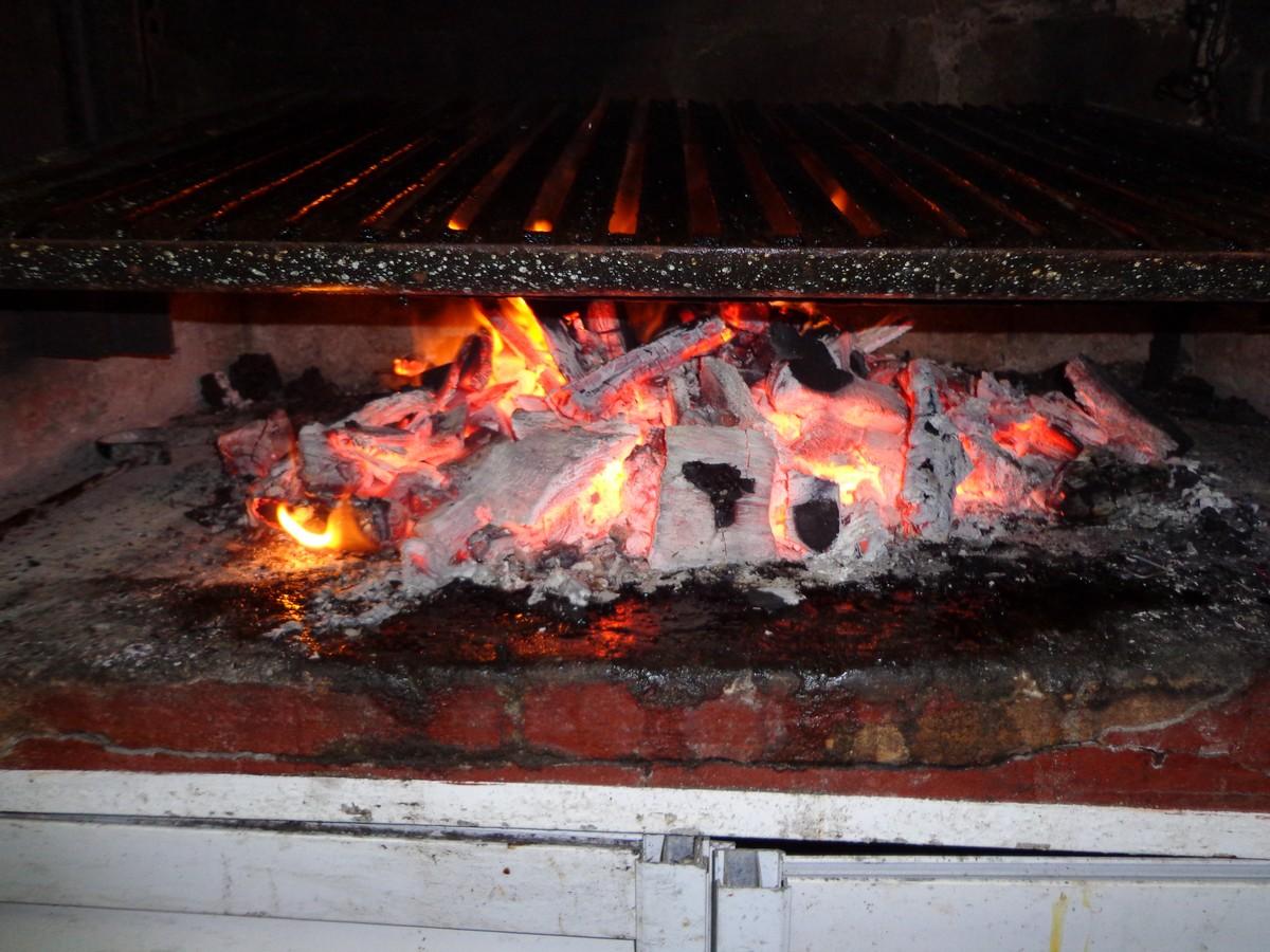 Prendiendo la Parrilla asado, cerdo y morrones